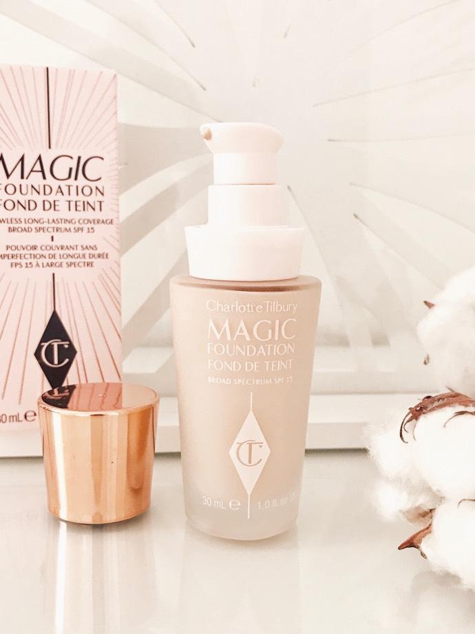 Fond de teint Magic Foundation de Charlotte Tilbury // Blog Mangue Poudrée