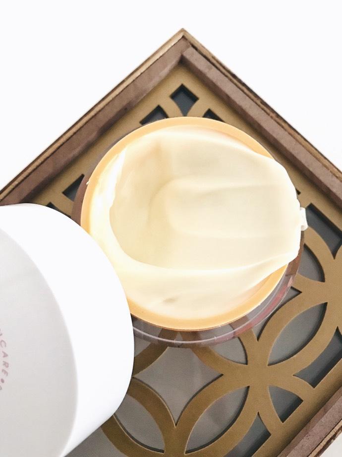 Gamme nourrissante peau sèche Akane // Crème muesli nourrissante // Blog Mangue Poudrée