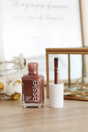 Collection Essie Printemps 2019 swatch revue - Blog Mangue Poudrée - Blog beauté mode et lifestyle à Reims Paris - 05