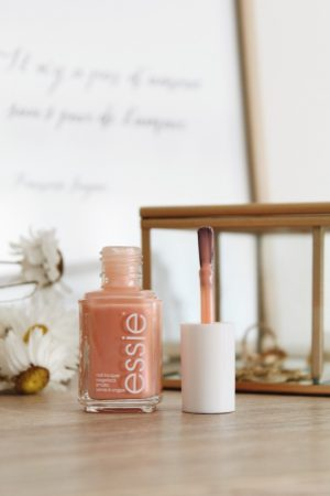 Collection Essie Printemps 2019 swatch revue - Blog Mangue Poudrée - Blog beauté mode et lifestyle à Reims Paris - 09