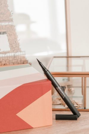 Avis Birchbox mai 2019 magique mantra - Blog Mangue Poudrée - Blog beauté et lifestyle à Reims - 08 Eye liner feutre Doucce fierce and fine graphic liner