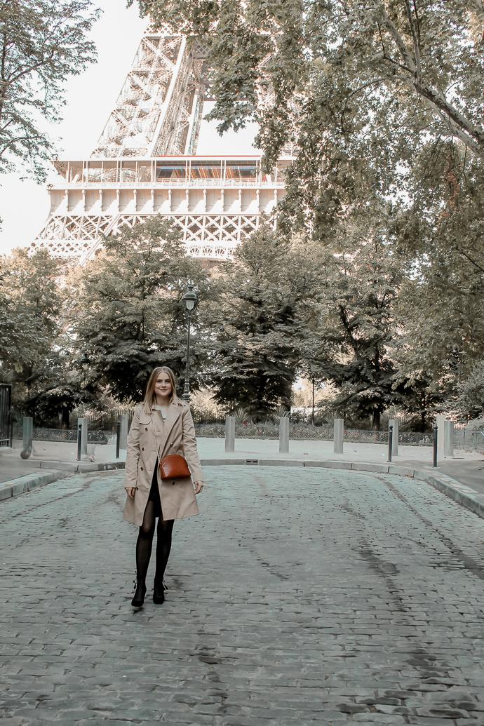 Mon look d'automne à Paris rue de l'université 8eme - Blog Mangue Poudrée - Blog mode et lifestyle à Reims influenceuse - 01